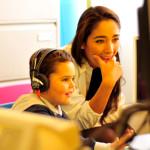 La Dott.ssa Valentina Bebi ed un piccolo paziente durante un test audiologico