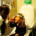 La Dott.ssa Valentina Bebi si fa visitare da una piccola paziente